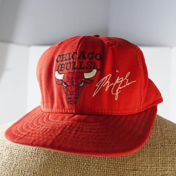 b2f773c4fee180 Vintage Chicago Bulls Michael Jordan signature hat.  M_5aec8e2fa6e3ea48688b5f99